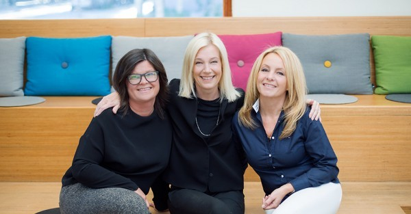 Catharina, Åsa och Karin ägare av Clip. Personalen består av hängivna frisörer och stylister.